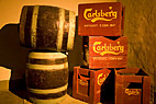 Gamle øltønder og træ-ølkasser - Old beer barrels and beer crates in the cellar at Carlsberg Visitor Centre