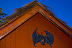 Sort flagermus - Black Halloween bat on the gable