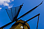 Gammeldags vindmølle - Old windmill from a sideview