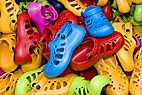 Stak plastic træsko - Heap of plastic Crocs shoes