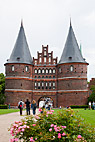 Holstentor i Lübeck Tyskland - The Holsten Gate (Holstentor) in Lübeck Germany