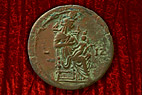 Bronze mønt - Bronze coin with Isis and her son Harpokrates