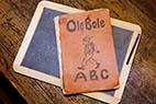 Gammel lærebog - Old and worn ABC reading book