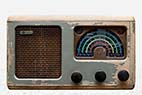Gammel radio - Old wooden scratched radio