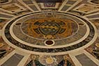 Sant Peters kirken i Rom - Coat of arms floor decoration in Saint Peters basilica in Vatican Rome Italy